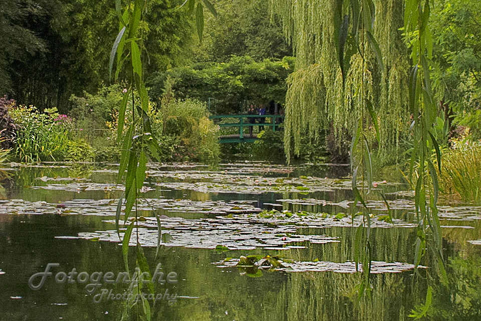 Monet-Garden-Bridge_Giverny_France