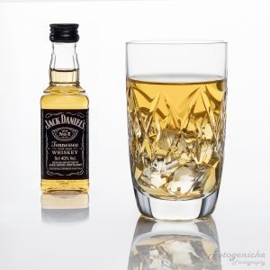 Cut Glass Whisky with ice_Jack Daniels